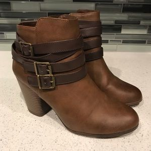 Material Girl Brown Minah Closed Toe Ankle Boots 9